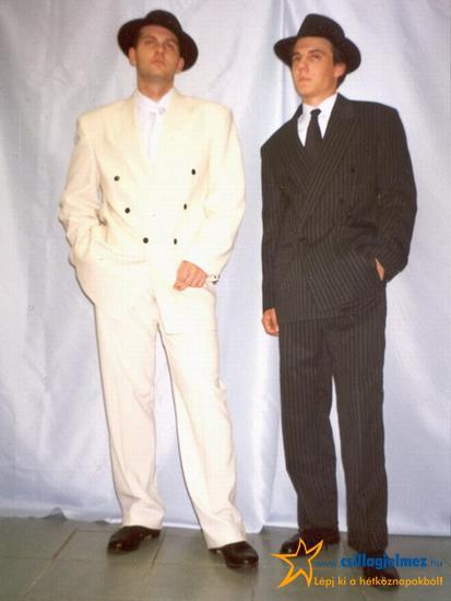 85b696f1a5 Fehér és szürke öltöny